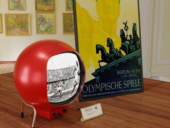 Der Volksfernseher bei der Vorstellung im Pergamonmuseum in Berlin 1935.
