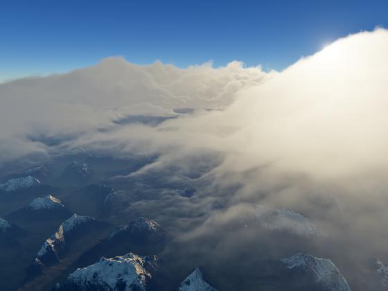 Der Morgennebel über den Bergen löst sich auf
