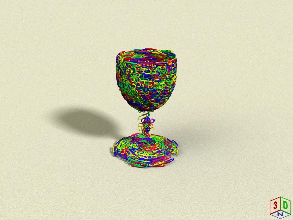 Glas aus Büroklammern